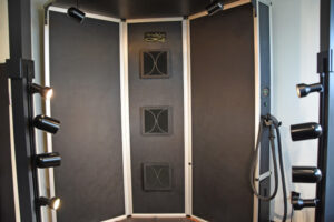 Sunless tanning spray booth